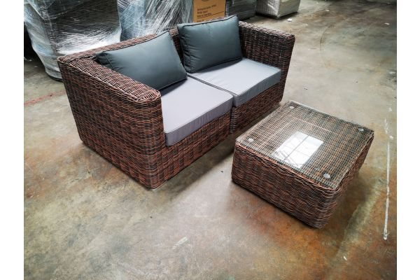 #G 1201: Sofa bestehend aus 2 Eckelementen Pamplona mit Tisch Marbella 5mm